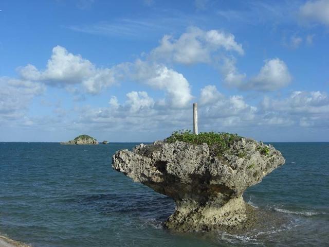 小塔のある海岩s.jpg